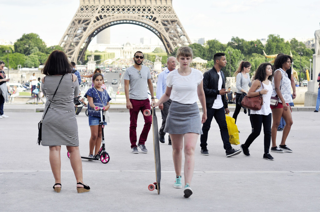 Eifel tour on Longboard. (wer ist der hübsche Mann im Hintergrund?)